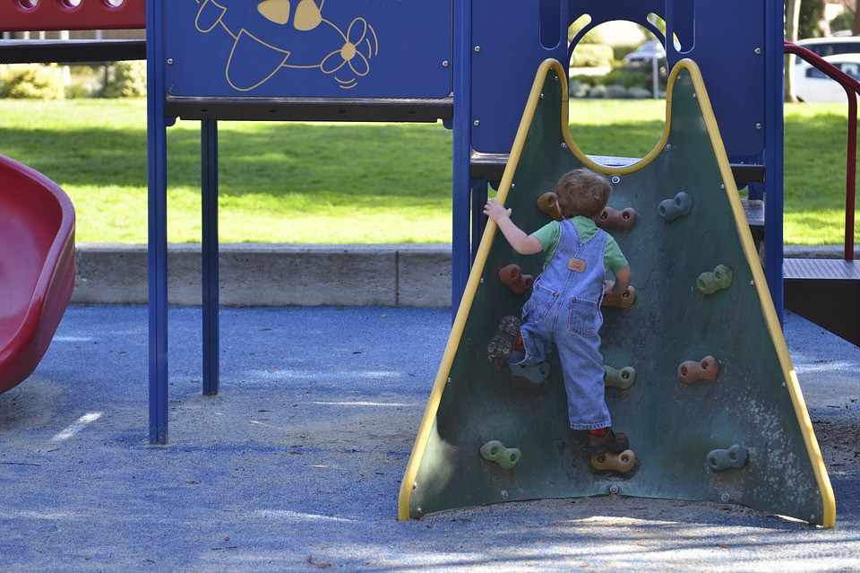 До конца года в Марьино планируют провести капитальный ремонт 14 детских площадок