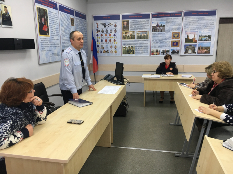 В Юго-Восточном округе Москвы Госавтоинспекторы провели «Круглый стол» с ответственными за профилактику детского дорожно-транспортного травматизма в общеобразовательных организациях.