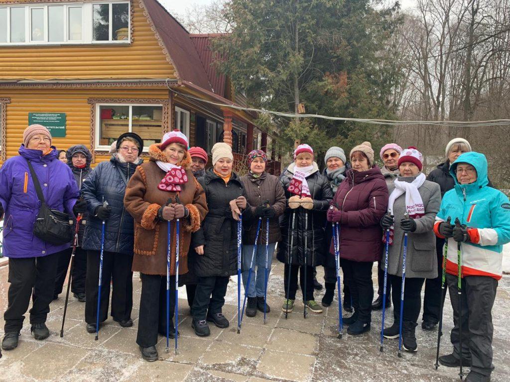 Занятия скандинавской ходьбой доступны пенсионерам в комплексе «Кузьминки-Люблино»